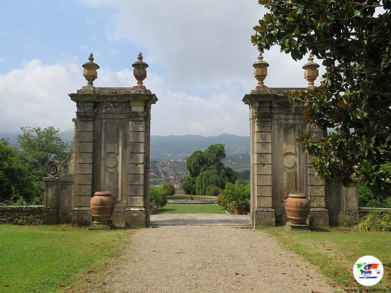 Villa la Magia, ingresso al giardino, con lo sfondo della fontana