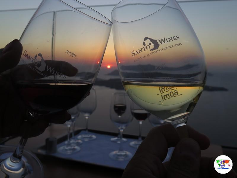 Tramonto a Santorini, Santo Wines