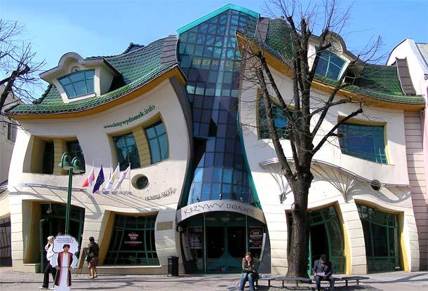 Krzywy Domek - edifici strani e curiosi d'Europa ( ph fermata spettacolo .it)
