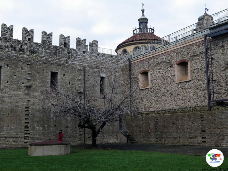 Il Castello dell'Imperatore a Prato il cortile interno