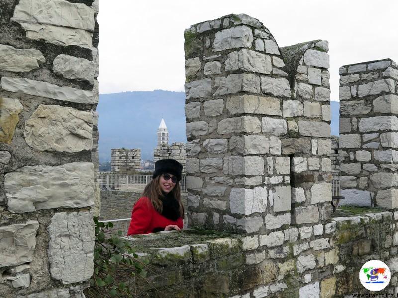 Il Castello dell'Imperatore a Prato , il camminamento merlato