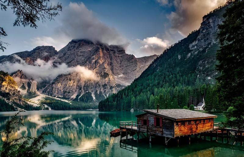 skyscanner-lake-braies-italy-pixabay.