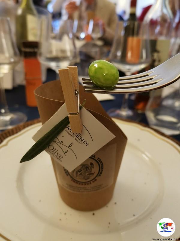 olive di cioccolata da degustare in olio extravergine d'oliva, un binomio curioso ma gustoso offerto da Faccendi di Quarrata