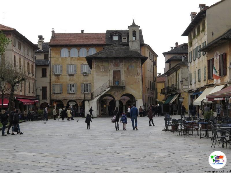 Borgo di Orta San Giulio, Piazza Motta