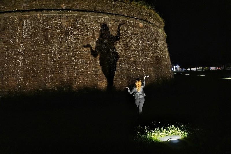 Le attività da fare a Lucca, giocare con le ombre sulle Mura
