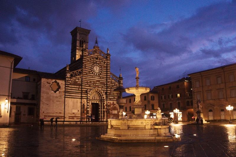 Prato la città tessile, Piazza Duomo