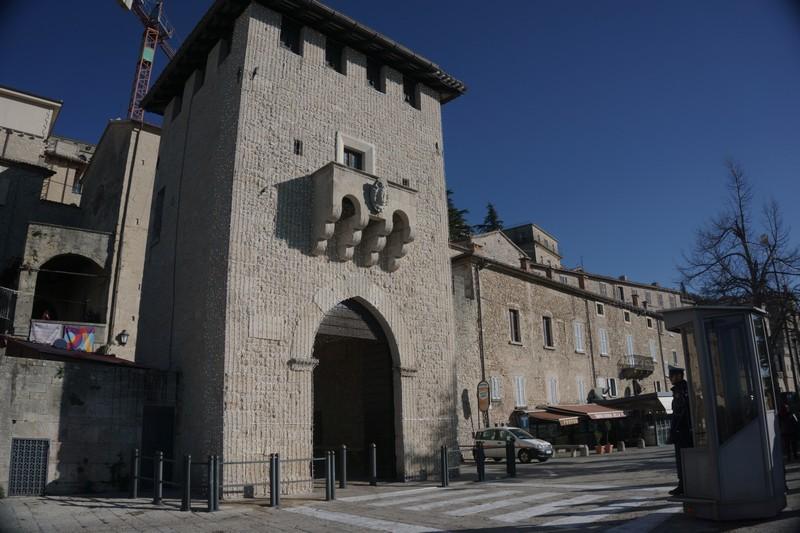 San Marino La Repubblica più antica del mondo- la Porta di San Francesco