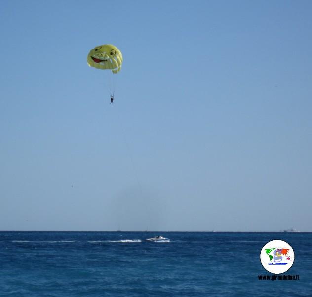 Disavventure in viaggio, il mio volo in parasailing