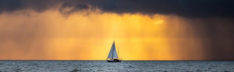 Come noleggiare una barca a vela a Sorrento: info e  costi