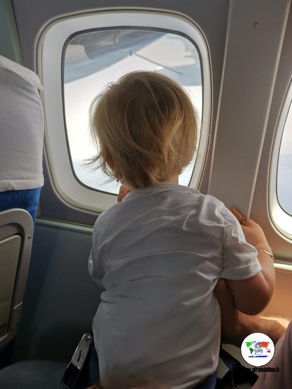 Volare all'elba,  Lorenzo al finestrino