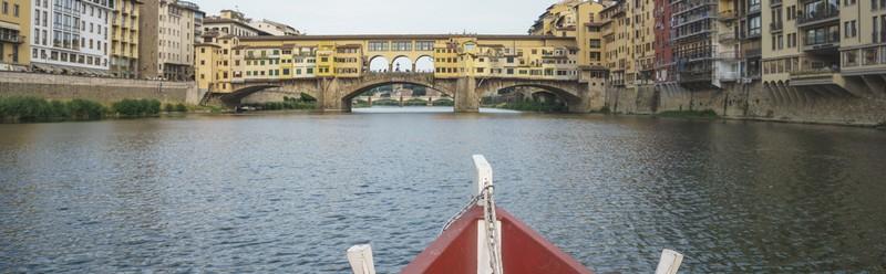 Gita in barchetto storico  sull'Arno, grazie ai Renaioli di Firenze