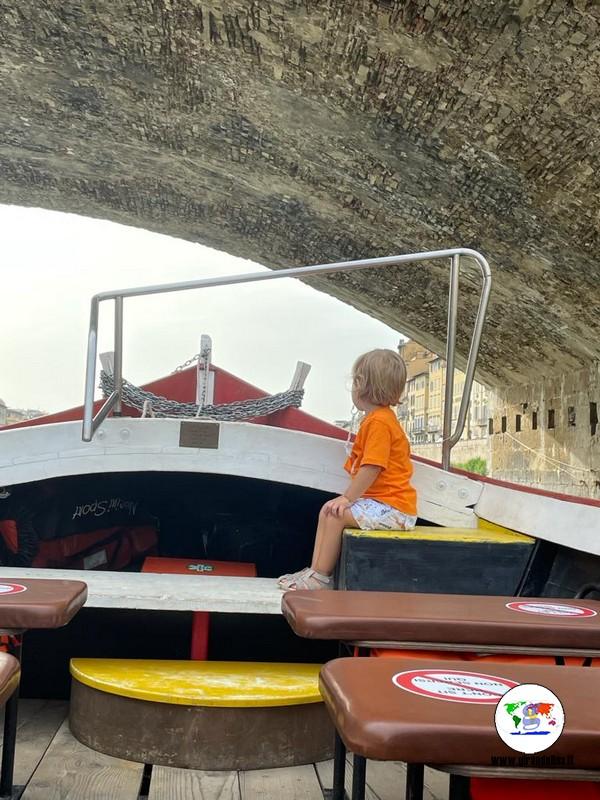 Gita in barchetto storico  sull'Arno, il Ponte Vecchio