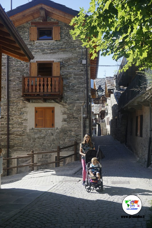 Val d'Ayas passeggiate con bambini, Rue Fontaine Brusson